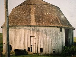 Joseph Miller Barn - first round barn east of the Mississippi.jpg