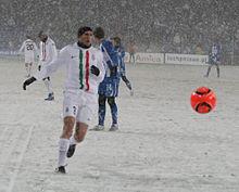 Chiellini in azione durante la trasferta di UEFA Europa League 2010-2011 contro il Lech Poznań