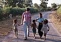 Khajuraho-44-Kinder-1976-gje.jpg
