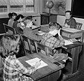 Kinderen krijgen onderwijs in de school van het koninklijk Deens ballet, Bestanddeelnr 252-9214.jpg