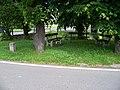 Kuří, Květná, lavičky u potoka.jpg
