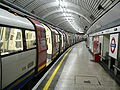LU 1995 Stock at Moorgate.jpg