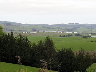 Lake Tuakitoto - Lake Tuakitoto seen from SH1, four kilometres to the northwest
