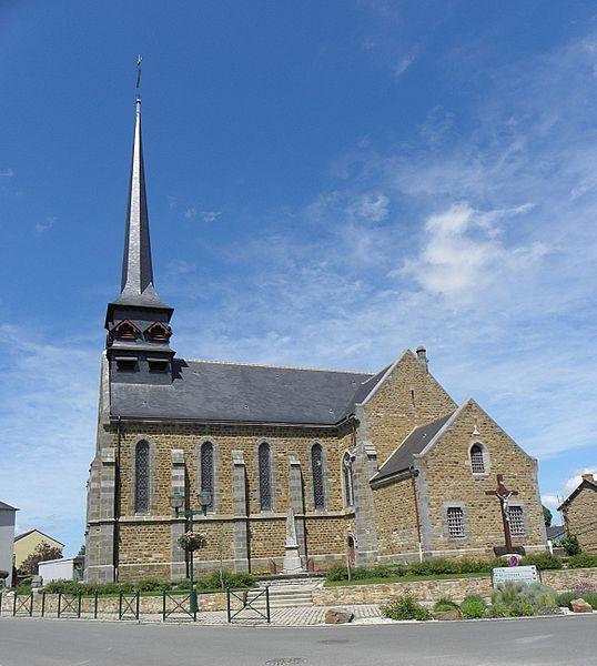 Vue méridionale de l'église Saint-Martin et Saint-Pierre de Langan (35).