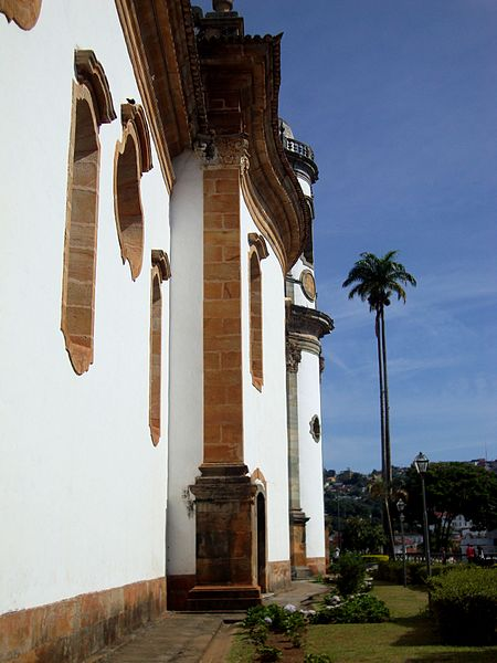File:Lateral da Igreja de São Francisco de Assis.jpg