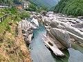 Lavertezzo, fiume Verzasca.JPG