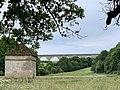 Le viaduc de Druyes depuis le village (juin 2019).jpg