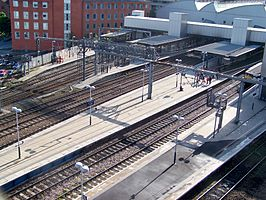 Leeds City Station outer platforms.jpg