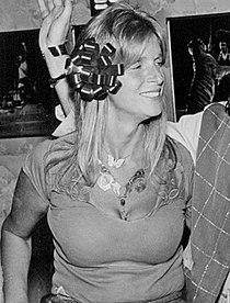 Linda McCartney 1976.jpg