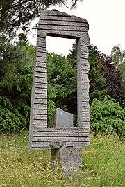 Linz-Waldegg - Skulptur Fenster von Markus Miksch - 2.jpg
