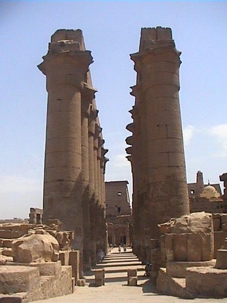 El templo de Luxor 450px-Louxor_Grande_Colonnade