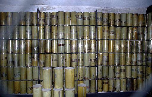 Lublin - Majdanek - 022 - Zyklon B cans