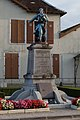 Lusigny-sur-Barse Monument aux morts.jpg