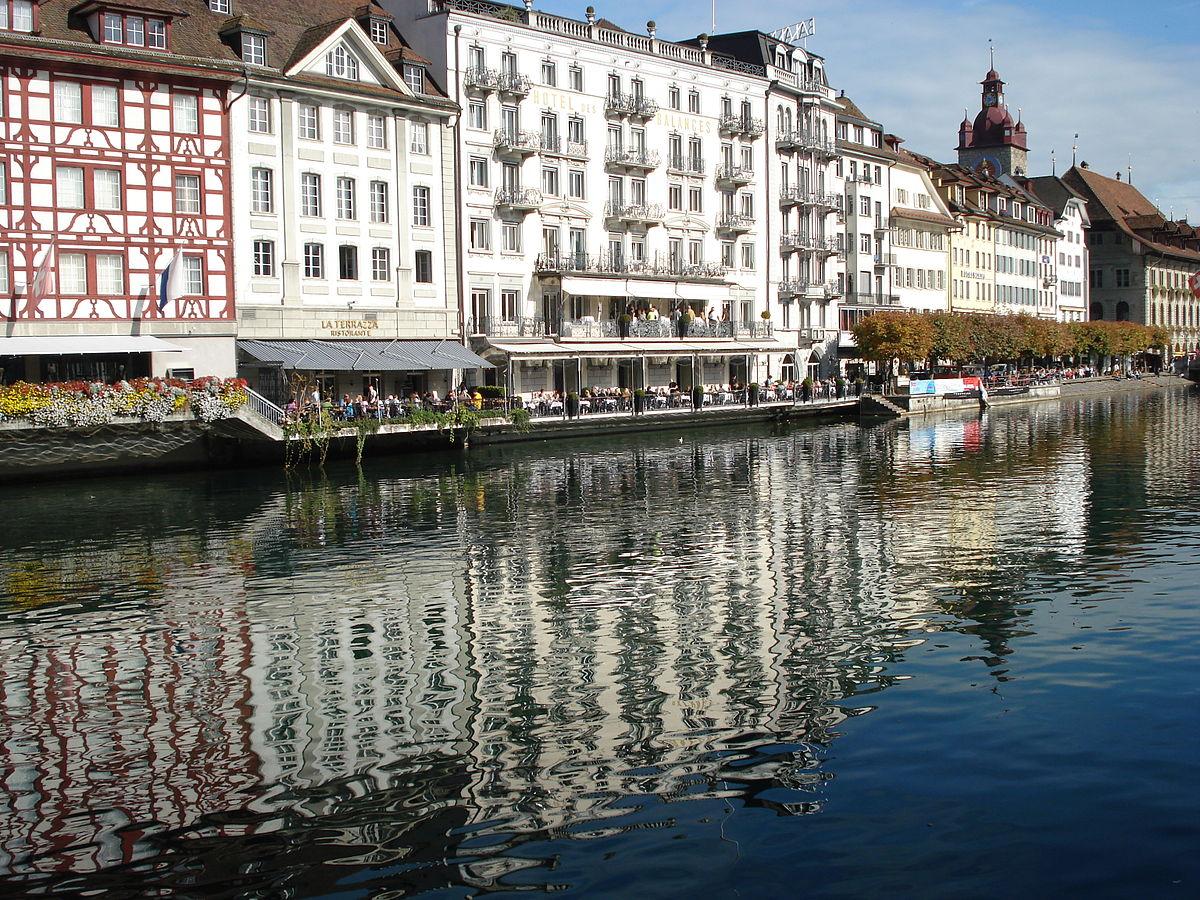 File Luzern Reuss Ufer Jpg Wikimedia Commons