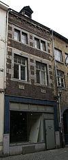 foto van Huis met lijstgevel in de trant der zgn. Maaslandse renaissance, eindigend in een hoofdgestel met consoles.