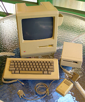 Macintosh 512K - Mac 512K with accessories