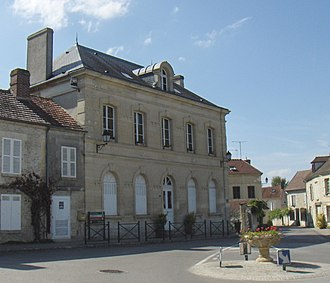 Avilly-Saint-Léonard - Town hall