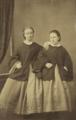 Maria Joaquina de Saldanha da Gama e sua irmã Isabel Juliana de Saldanha da Gama, filhas dos Condes da Ponte (Arquivo da Casa de Mateus).png
