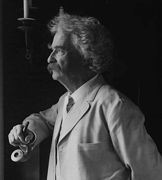 Image:Mark Twain 1907 looiking out window.png