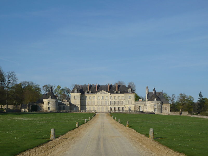 Fichier:Mazé - Château de Montgeoffroy.JPG