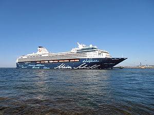 Mein Schiff 2 in Tallinn 26 May 2012 Kai 24.JPG