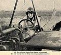 Melli Beese auf ihrer Rumpler-Taube, 1911.jpg