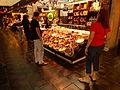 Mercado de San Antón, venta al público, Madrid, España, 2015.JPG