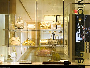 English: Window of Michael Kors purse shop