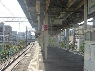 Mikawashima Station - The station platform, April 2018