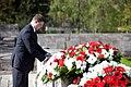 Ministru prezidents Valdis Dombrovskis piedalās svinīgajā vainagu nolikšanas ceremonijā Rīgas Brāļu kapos, atzīmējot Nacisma sagrāves dienu un pieminot Otrajā pasaules karā bojāgājušos (7157194406).jpg
