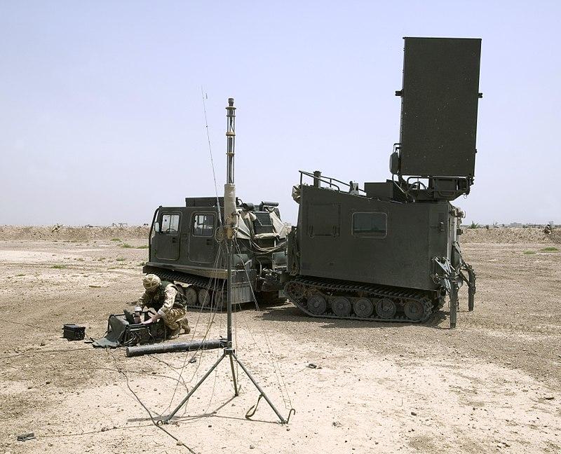 الأنظمة الرادارية لرصـد مـصادر نيران المدفعـية 800px-Mobile_Artillery_Monitoring_Battlefield_Radar_%28MAMBA%29_MOD_45148327