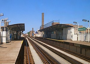 Montrose station (CTA Brown Line) - Montrose Station in 2006 a few months before it closed for reconstruction