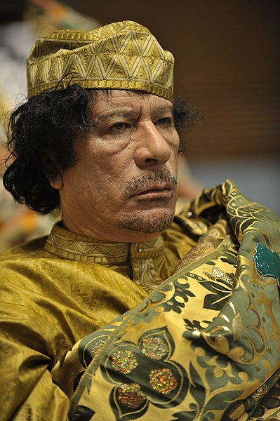 Archivo:Muammar al-Gaddafi at the AU summit.jpg