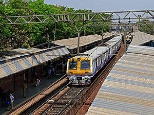 Sewri railway station - Image: Mumbai 03 2016 57 Sewri station