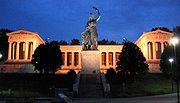Baviera por encima de la estatua de Theresienwiese