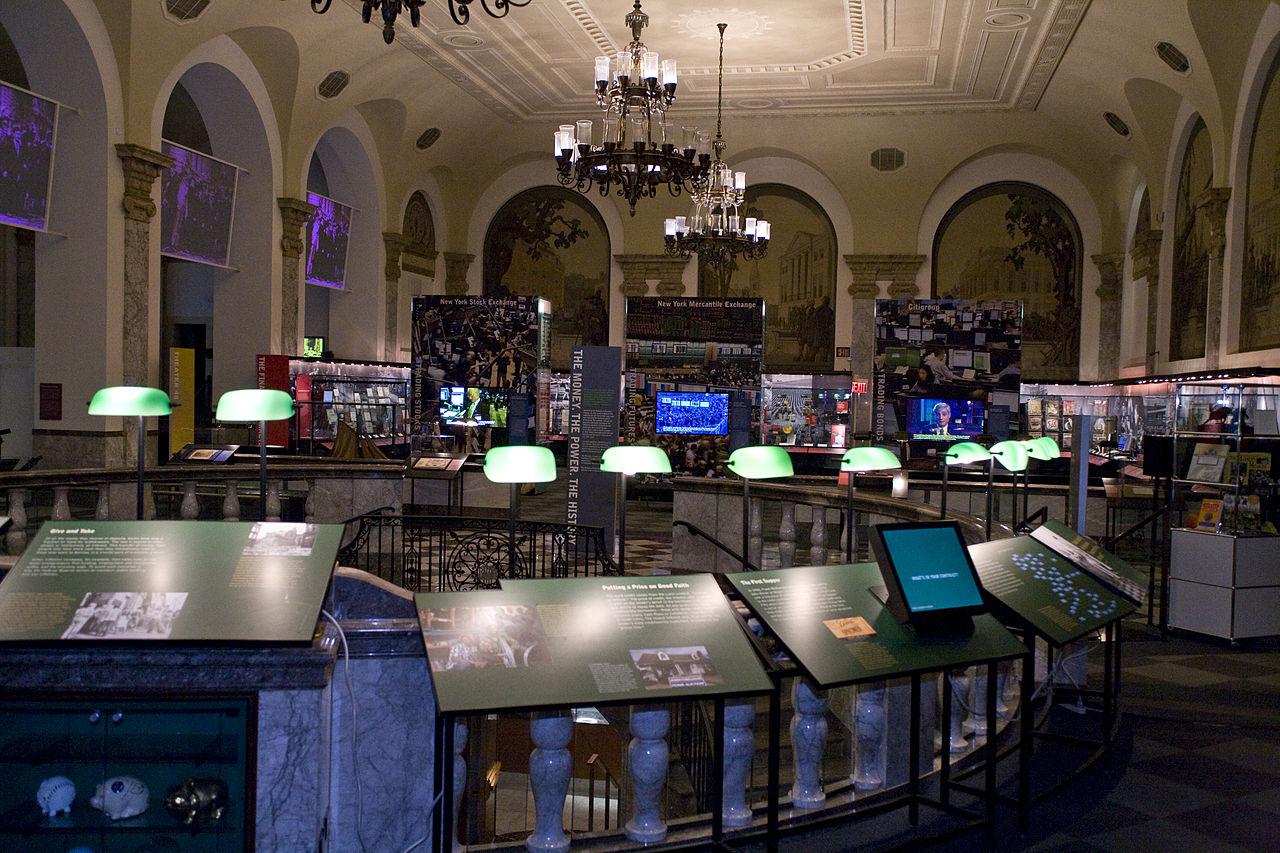 Un mu$eo para el dinero 1280px-Museum_of_American_Finance_Main_Gallery_by_Markus_Hartel