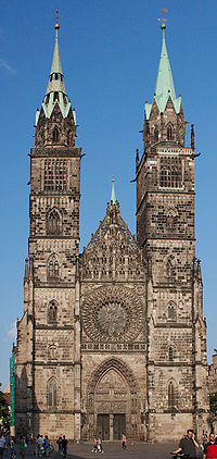 Nürnberg St. Lorenz Türme Totale.jpg