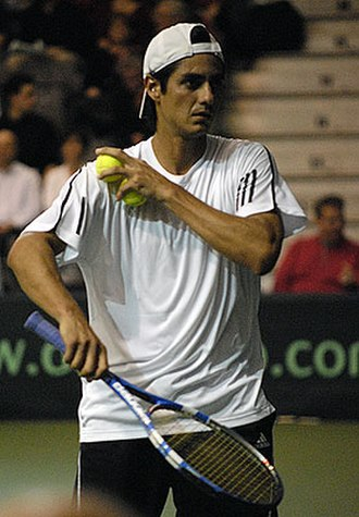 Nicolás Lapentti - Image: N Lapentti 2009 Davis Cup 1