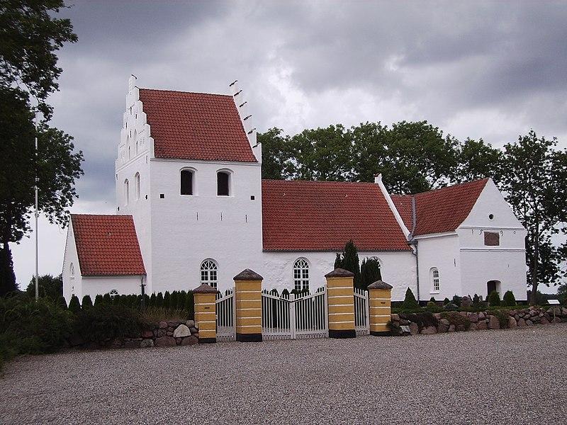 Noerre Sandager Kirke fra syd.jpg