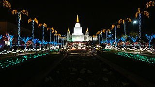 Oakland Mormon Temple at Christmas.JPG