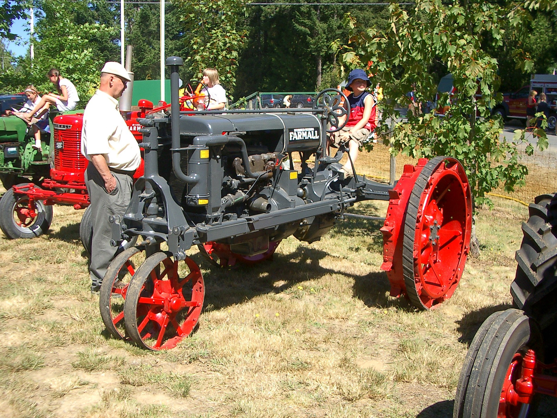 Farmall Super A Seat : Farmall wikipedia