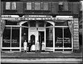 Olof Berg's Bakery, Seattle, ca 1906 (MOHAI 7565).jpg