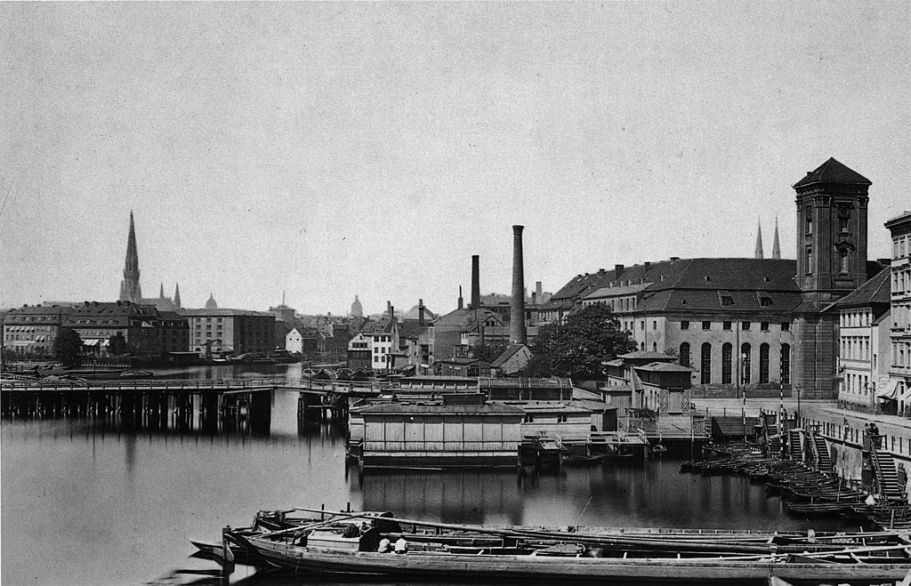 The surroundings of Waisenbrücke that connects Old Berlin and Neukölln-on-the-water. The building on the right side is the orphanage.