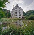 Overzicht zijgevel huis en waterpartij op de voorgrond - Langbroek - 20334671 - RCE.jpg