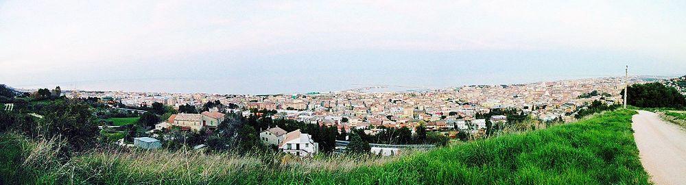 Foto panoramica dell'agglomerato urbano di San Benedetto del Tronto.