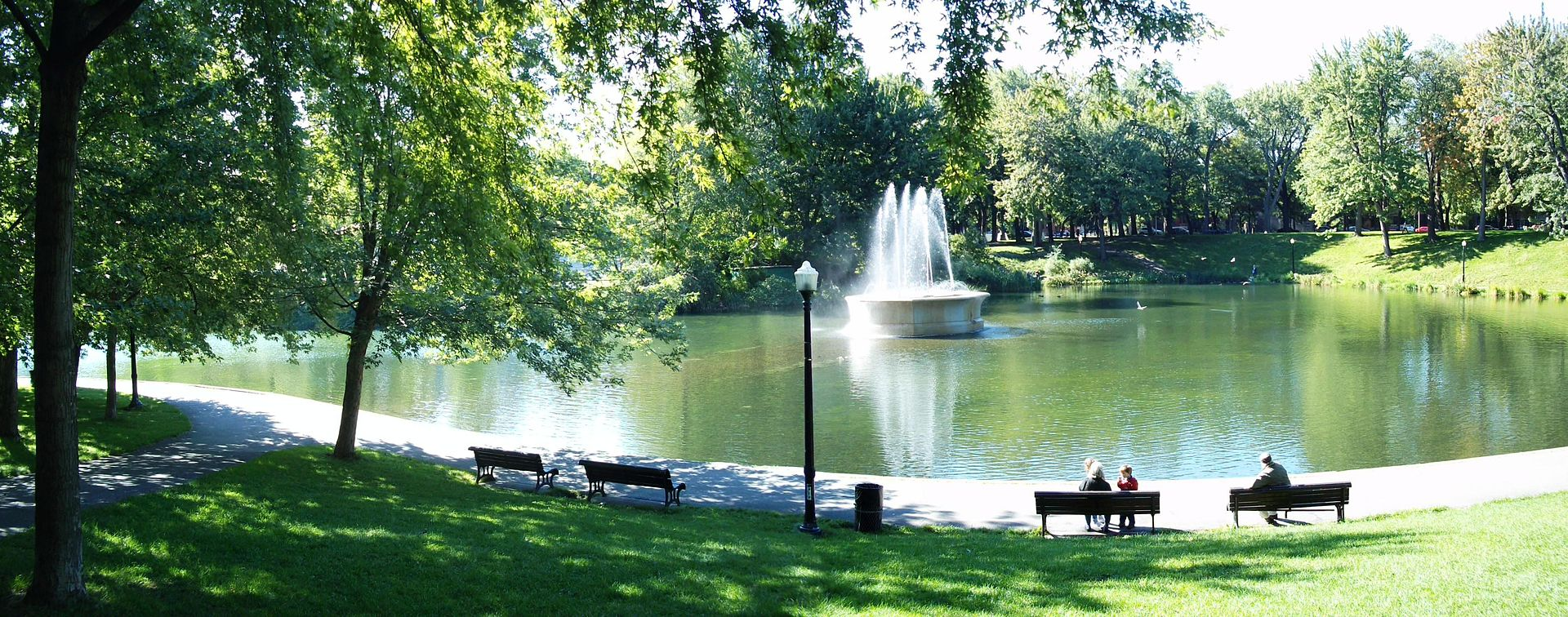 fountain and tranquil pond setting at La Fontaine Park, Montreal