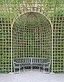 Parc de Versailles, Bosquet de l'Encelade, treillage 01 (niche).jpg