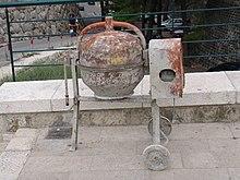 pompa per calcestruzzo betoniere e mescolatori x malte e calcestruzzi 220px-Parked_cement_mixer