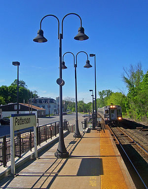 Patterson (Metro-North station) - Southbound train approaching Patterson station