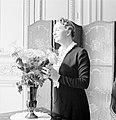 Pavla Vachková-Osuská, echtgenote van diplomaat Štefan Osuský, poserend bij een , Bestanddeelnr 255-8785.jpg